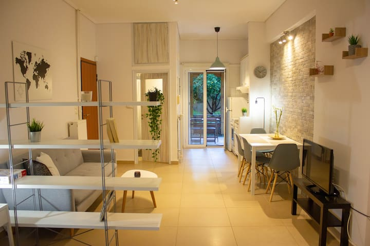 Cozy Studio in Central Glyfada - Sleeps 3