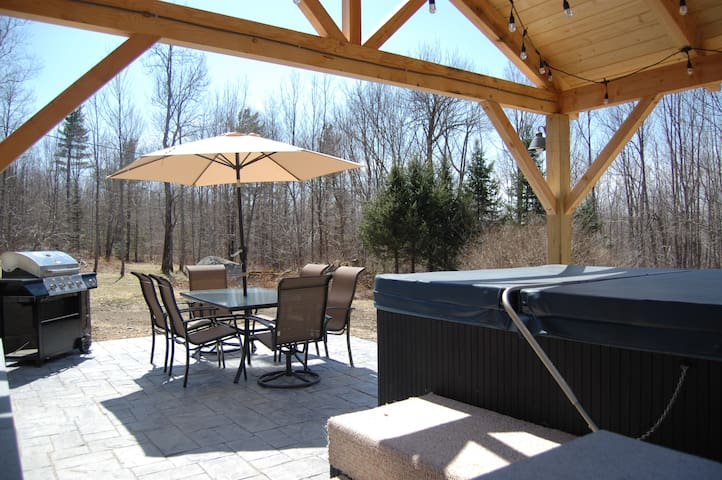 Bretton Woods All Season Escape w/ Jacuzzi & Patio - Carroll - House