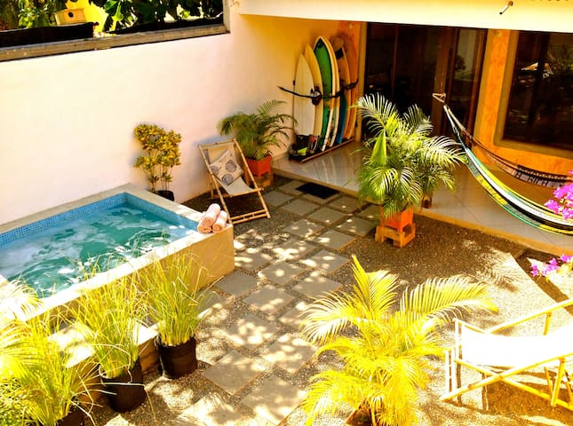 Private room in Domus Kahuna Surf House - Tamarindo - Konukevi