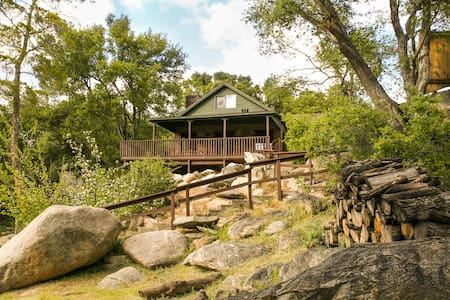 River Willow Cabin - Your Own Cozy River Lodge