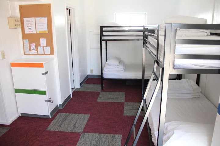 ★ 1 Bed in 3 Bed Female Dorm 10 min to Downtown ★