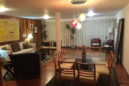 Cozy bedroom one block from WTC - Ciudad de México - Daire