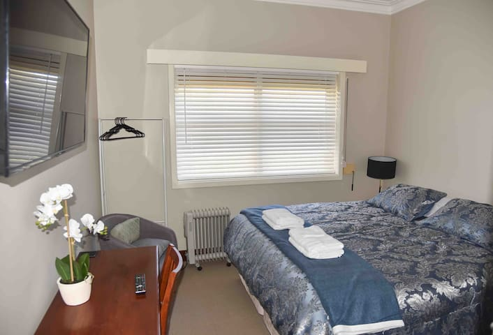 Boucher Manor- Elegant Room A Northam, Free Wifi.