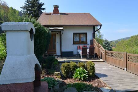 Detached holiday home with a sunny garden in the heart of the Thuringian Forest