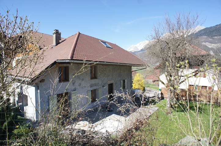Charming Family Home, Mountain Views, Giez, Annecy
