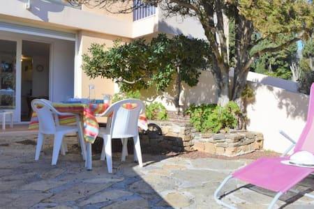 Appartement 2 pièces 4 couchages LE LAVANDOU