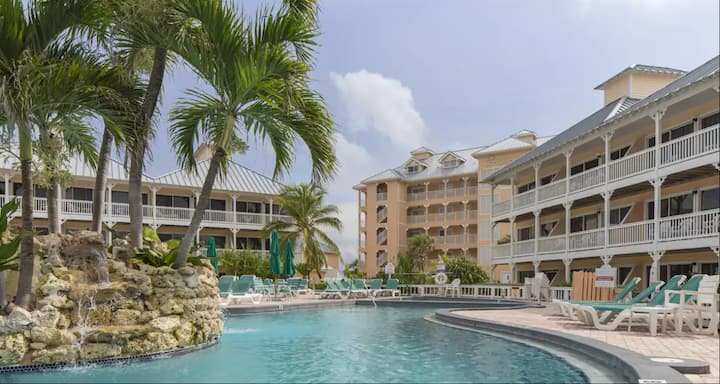 Cayman Islands Resort stay with many amenities