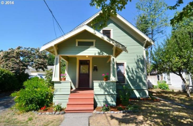 Historic Home near University of Oregon - Springfield - Casa