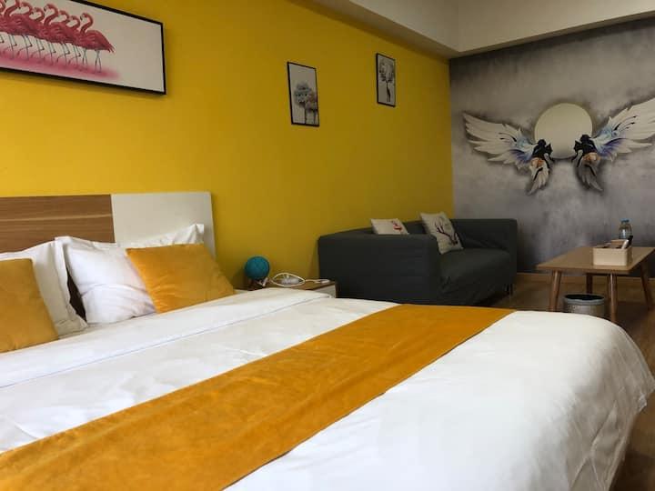 万达广场澄园公寓天使之翼主题大床房 周边欧尚 宜家 探险王国 火车站 野生动物园