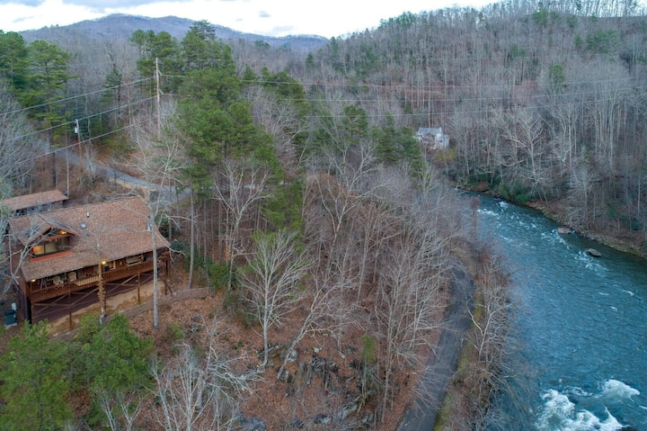 Roger's River Retreat- Cozy River Front Cabin, Close to Cherokee/Sylva