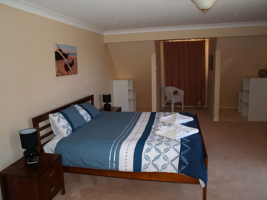 Main Bedroom, King Bed