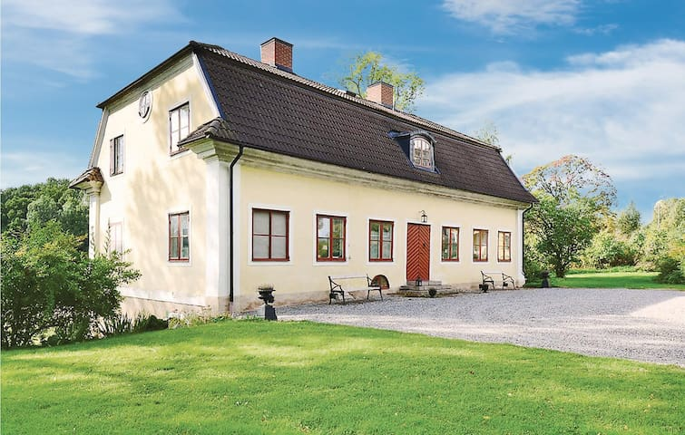 Holiday cottage with 5 bedrooms on 300m² in Nyköping