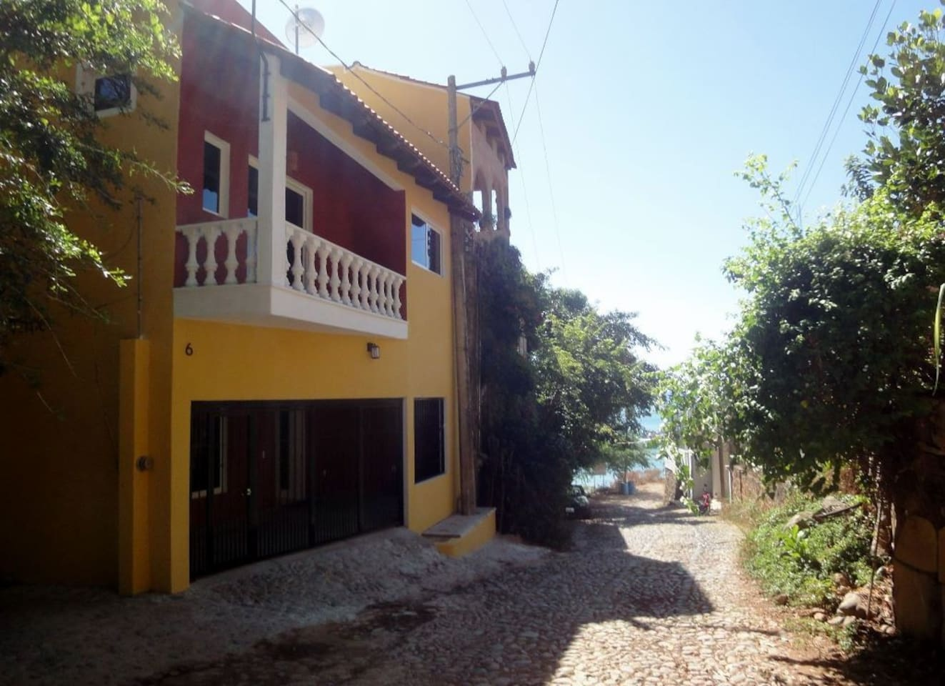 Casa Margarita conveniently located to the ocean and malecon.