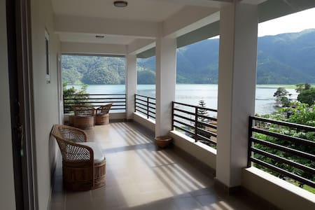 Home stay with Panoramic lake and mountain View R3
