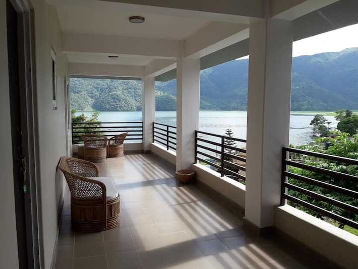 Home stay with panoramic lake and mountain view R1