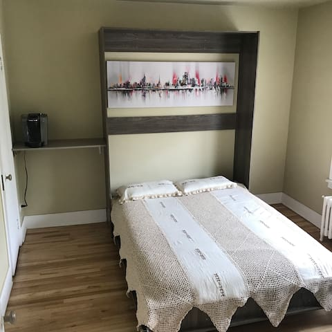 Belle chambre / Spacious and comfortable room