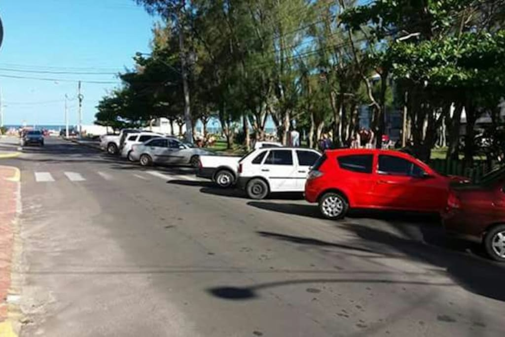 Avenida Flávio Boianovisk na esquina do prédio