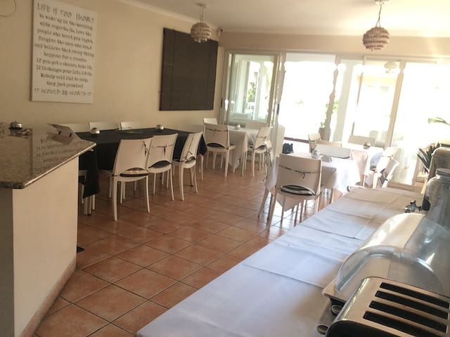 Quiet, cozy,very personal treatment - Matola - Bed & Breakfast