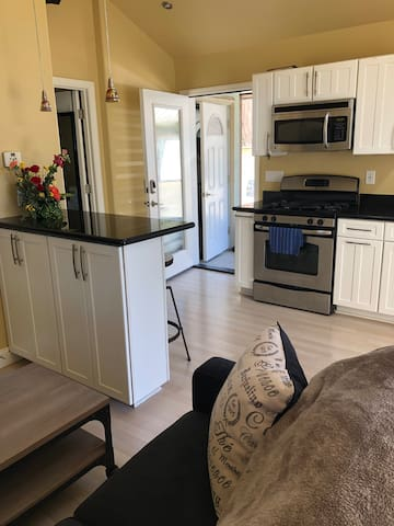 Modern 1Bed 1Bath Guesthouse in Redway