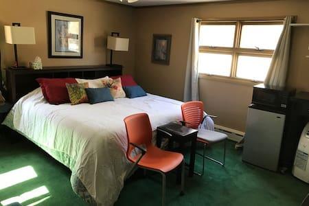 Large private room on Lake Webster - Webster - 独立屋