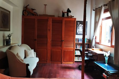 1 Ample room in a traditional patio house