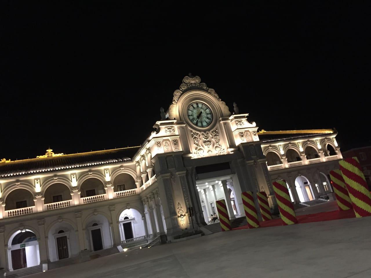 圆明新园大门口夜景(距离民宿200米)