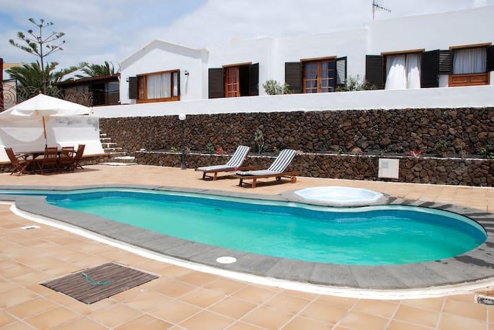 Villa con piscina privada y vistas - Güime - Huis