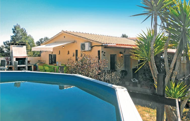 Holiday cottage with 4 bedrooms on 105 m² in Castellet y La Gornal