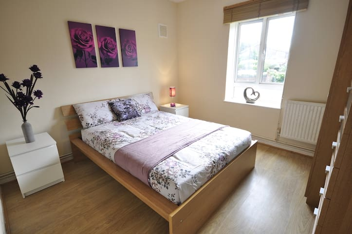 (TA-3)PRIVATE ROOM FOR 2 CLOSE TO MILE END PARK - Londýn