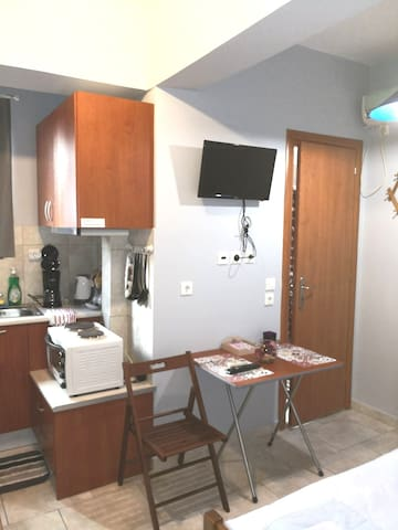 Studio next to the port of Piraeus !!!