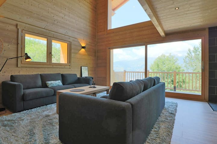 CONFORTABLE BRAND NEW CHALET