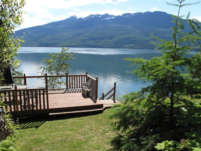 Lakefront cabin at Nakusp, BC on the Arrow Lakes - Nakusp - Cabin