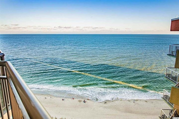 Clean Oceanfront Penthouse  w/ Resort Amenities!