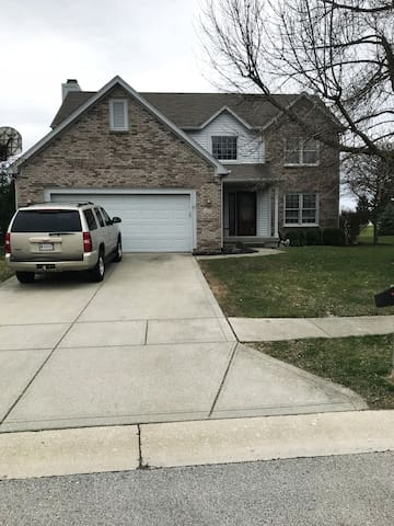 4 Bedroom on Golf Course Close to Grand Park