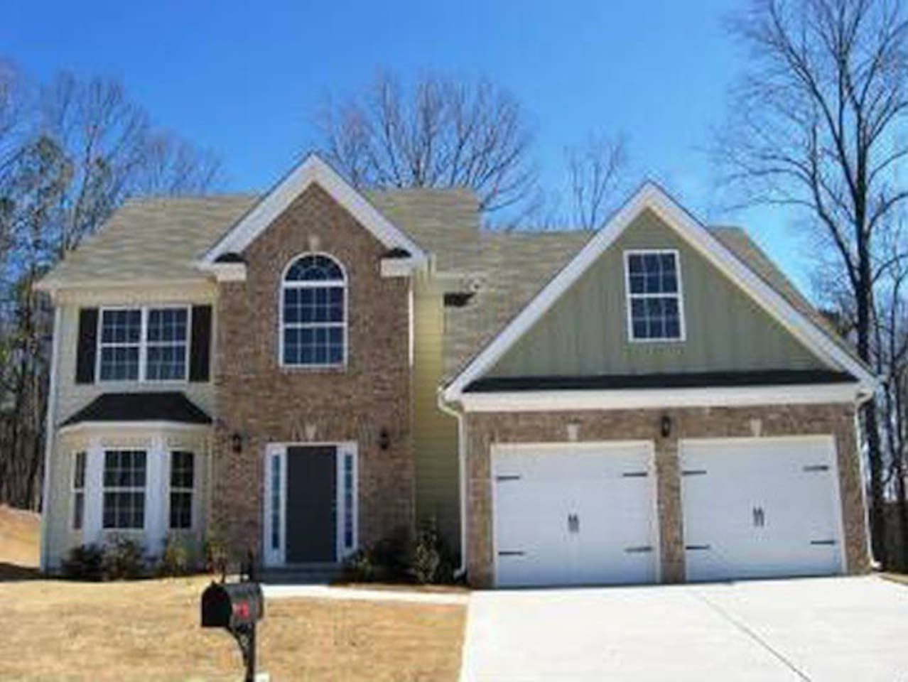 Tons of square footage! Waterford Plan. 4 bdrm/2.5 bath with Fireplace in Sunken Family Room, Breakfast area and island. Large Master Bedroom w/ dbl vanity and fireplace. Wired for security system