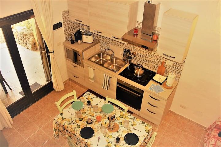 3 Rooms in Costa Smeralda, Pool,Wi-fi, BBQ, Vespa