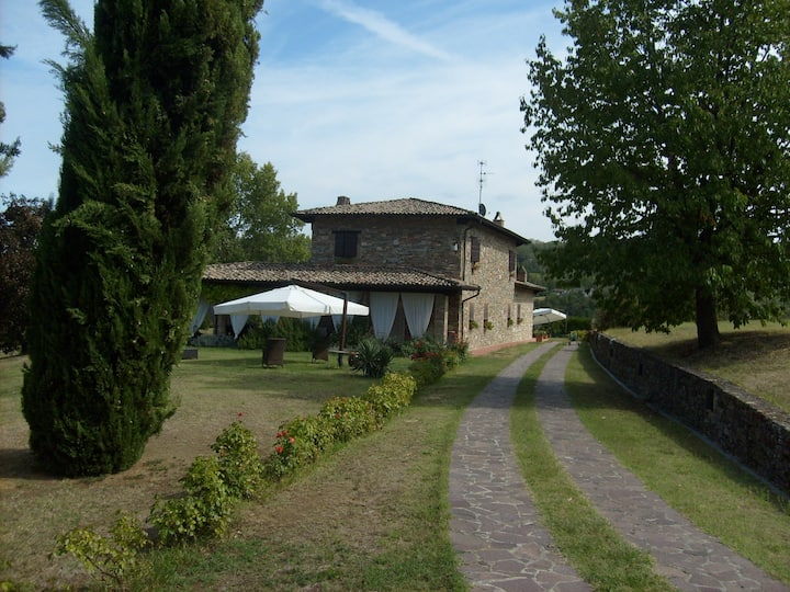 I CIPRESSI, Country House in collina fra gli ulivi