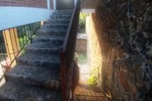 Ambas escaleras a la casa y a la explanada