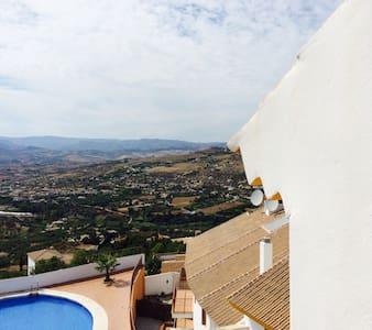 Quiet penthouse incredible views - Alcaucín - Byt