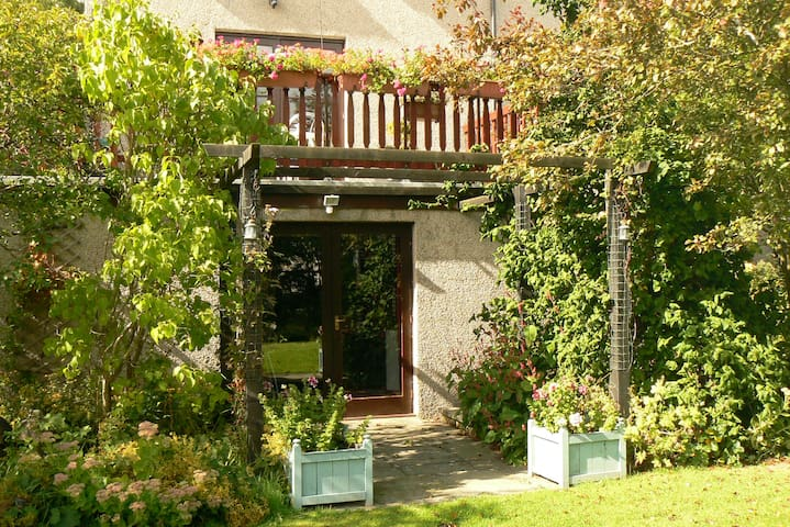 Hazel Apartment , dog friendly self catering. - Stow