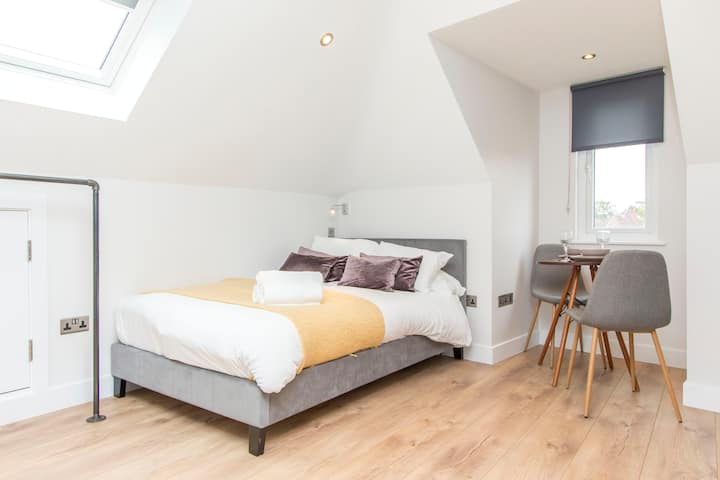 Coldharbour Suites- No 6 Studio- Hopewell