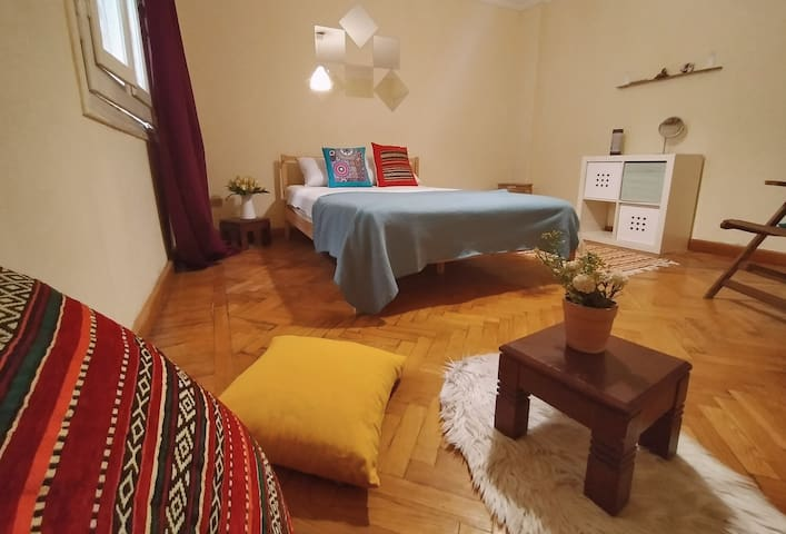 Girls apartment - Private room & bathroom w Garden