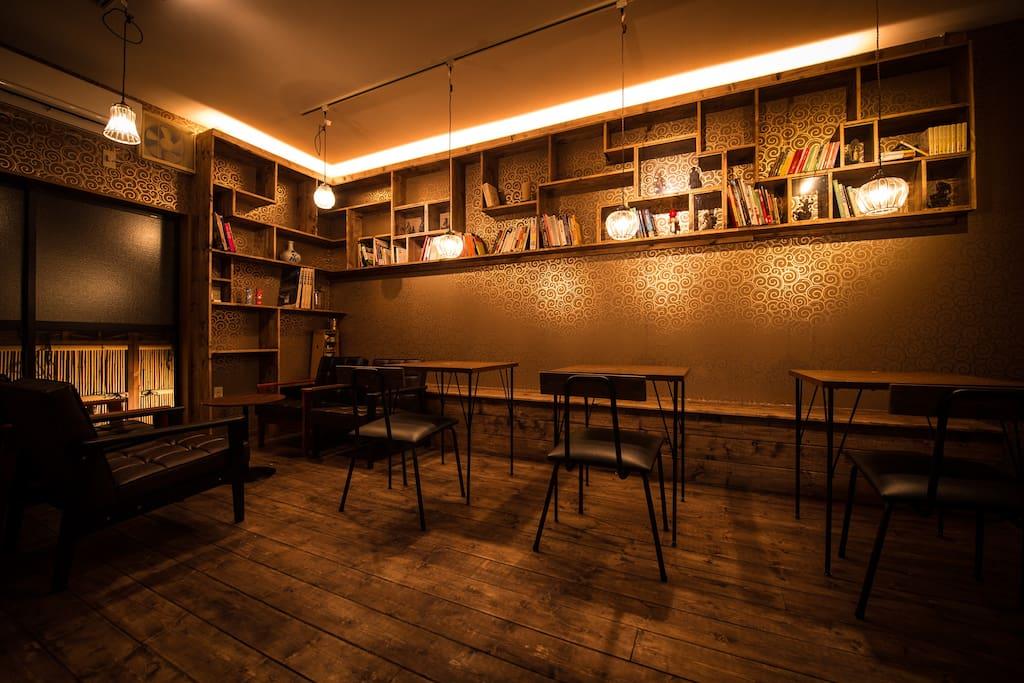The 1st floor cafe space. ガイドブックを見ながらお茶なんてどうですか?