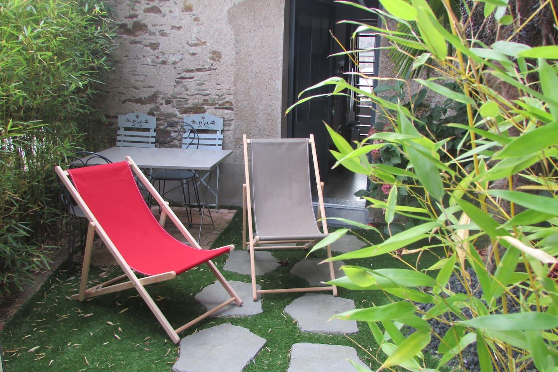 Petite terrasse privative.