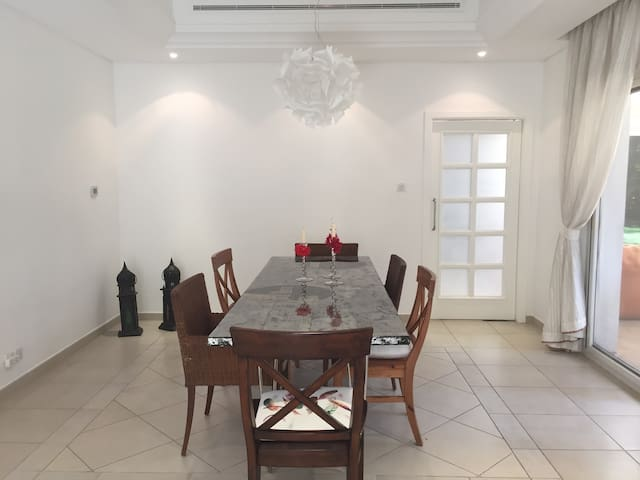 Garden View Room in Bungalow - Dubai - Rumah