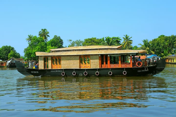 Angel Backwaters 2Pax 1room-Premium-Alleppey Round