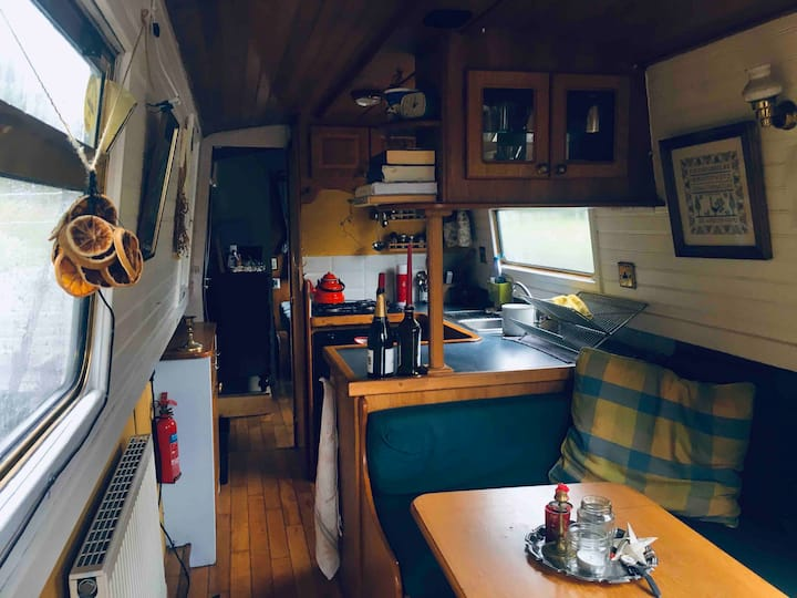 Cosy Narrowboat in Glasgow West End