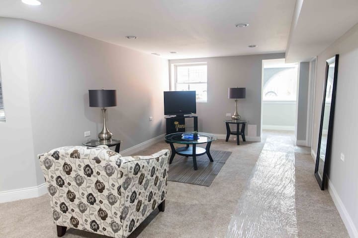 Luxury 2 Beds and 1 Bath Apartment - Chicago - Appartement