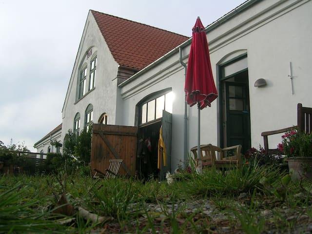 Smuk landsby ved Rørvig, tæt ved fjord/strand/skov