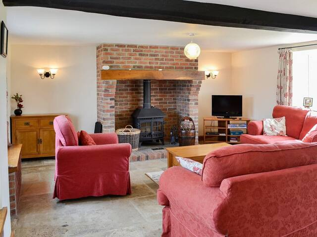 Beautiful cosy farm cottage with stunning views